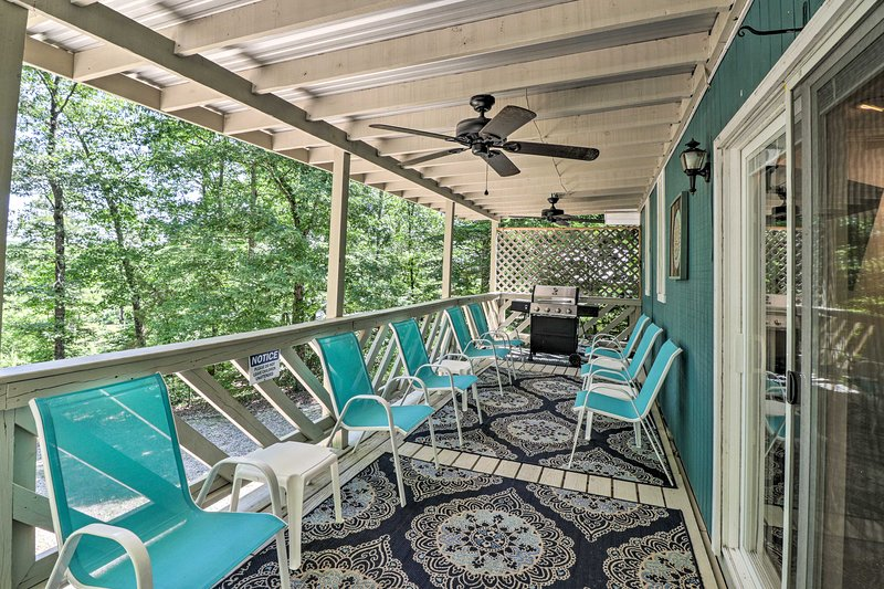 Sit out on the spacious covered deck staying cool under the ceiling fans.