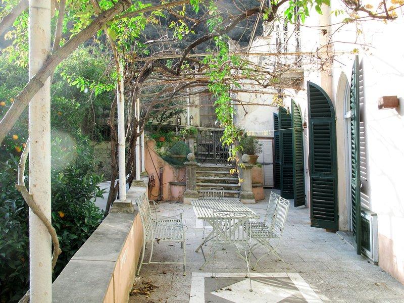Camelot (FLG204), holiday rental in Gorra