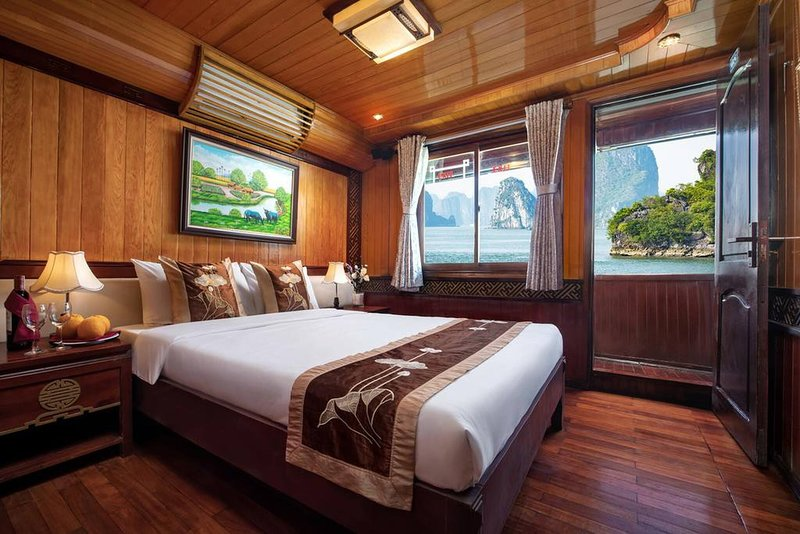 Halong Bay Cruise For Backpackers, holiday rental in Hung Thang