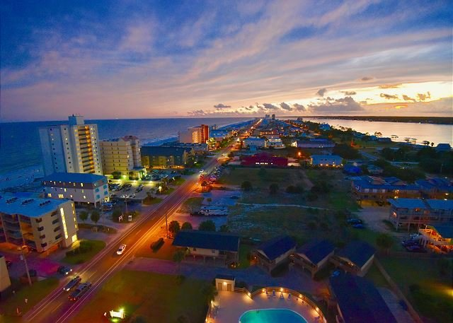 Crystal Tower 1409 ~ Magnificent View  ~ Lazy River ~ Bender Vacation Rentals, holiday rental in Gulf Shores