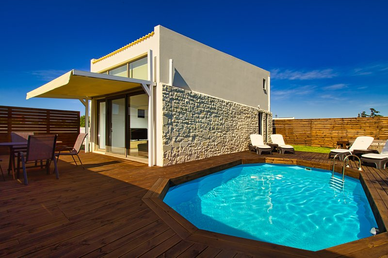 Cocoon Coral Villa | 1km From Maleme Beach, holiday rental in Maleme