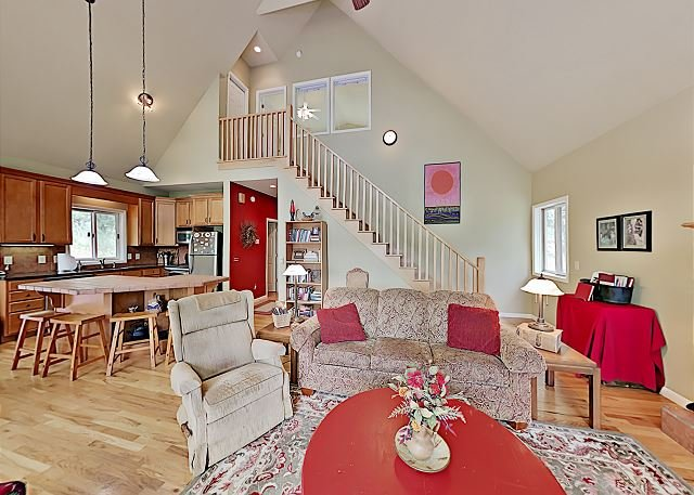 Blue Ridge Mountain Dream Cabin - Wraparound Deck w/ Big Views!, holiday rental in Canton