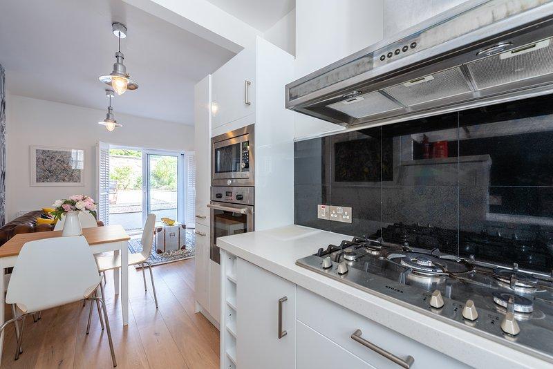 Kitchen ( view 3 )