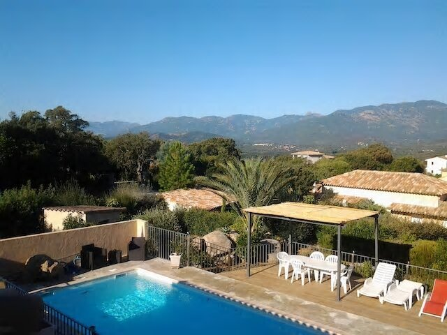 Villa MONA LISA Piscine, Climatisation, Vue magnifique, A proximité des plages, casa vacanza a Zonza