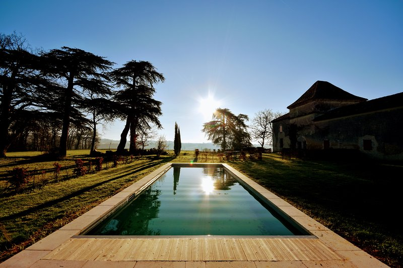 Secluded Manor House in 3 ha with Swimming Pool, holiday rental in Caussens