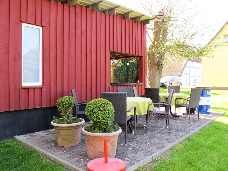 Amazing apartment in Ummanz with 2 Bedrooms and WiFi, holiday rental in Lieschow
