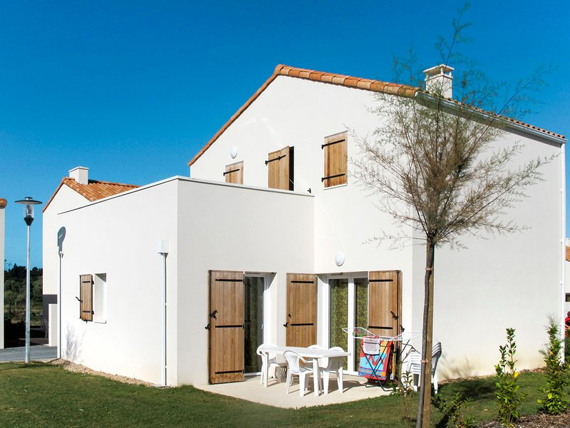 Les Grands Rochers (OSM203), vacation rental in Brem Sur Mer