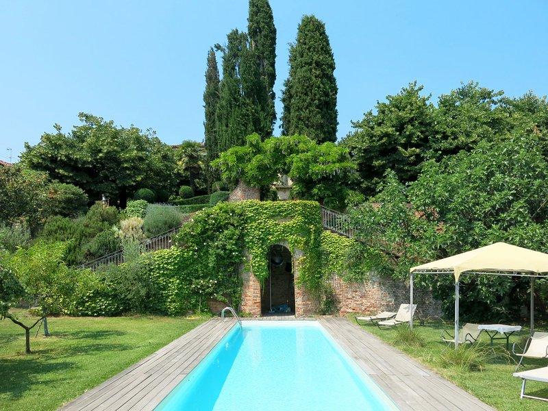 Castello di Soglio (SLI100), Ferienwohnung in Capriglio