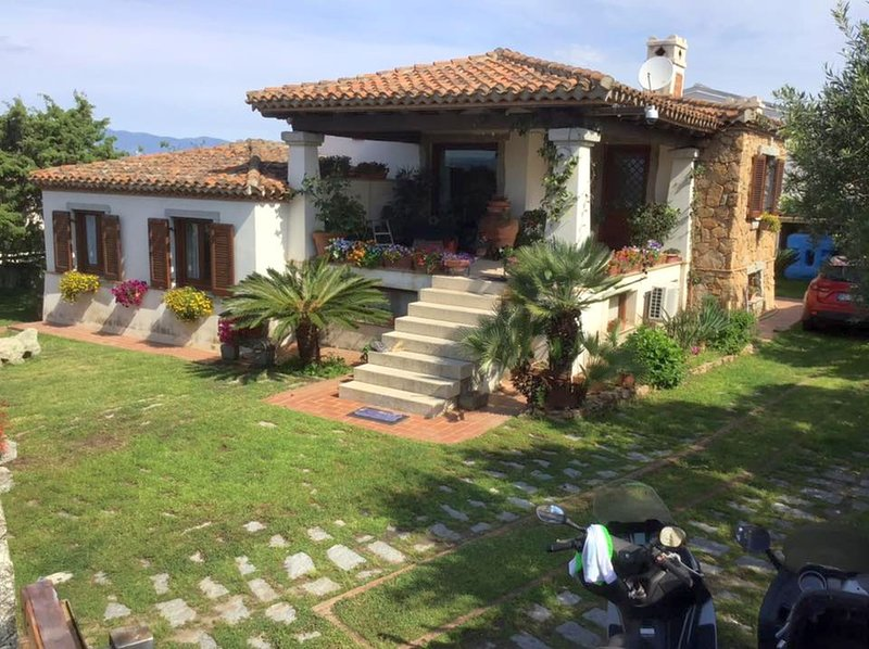VACATION HOUSE WITH GARDEN AT 400 METERS FROM THE, vacation rental in Arbatax