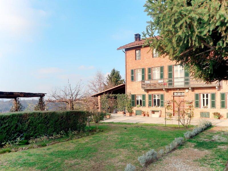 Il Cortile (SLI150), Ferienwohnung in Capriglio