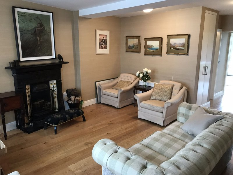 Cottage 360 - Clifden - 360 Clifden  - Town Centre Townhouse, holiday rental in Maum