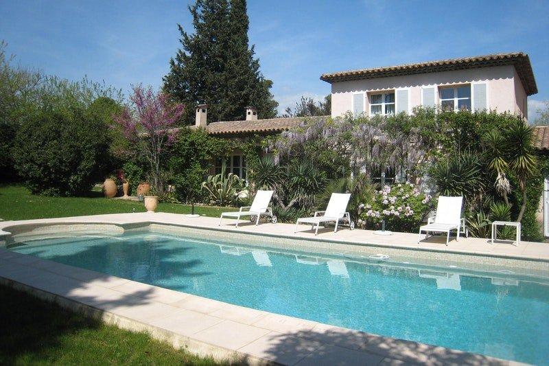 Grande villa jardin piscine à Mougins, vacation rental in Mougins