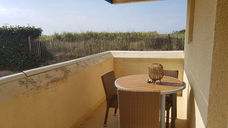 Beautiful apt with shared pool, vacation rental in Lacanau