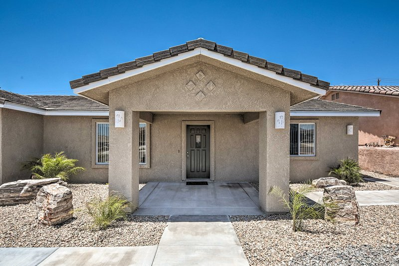 This home for 7 has 3 bedrooms and 2 bathrooms.