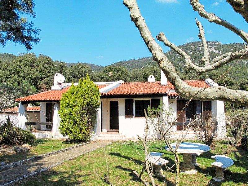 Le Hameau des Launes (SIG110), holiday rental in Signes