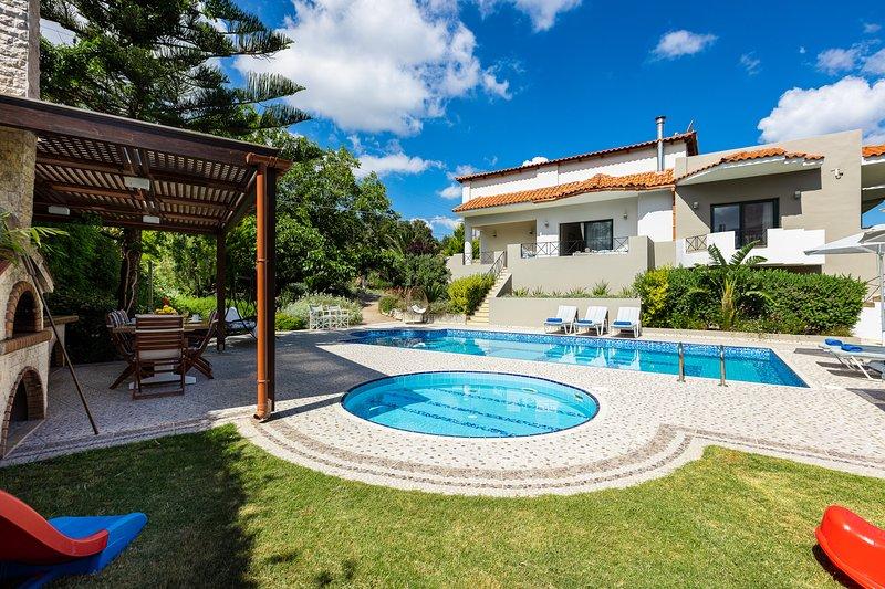 Alonia Villa, magical ambience!, holiday rental in Melidoni