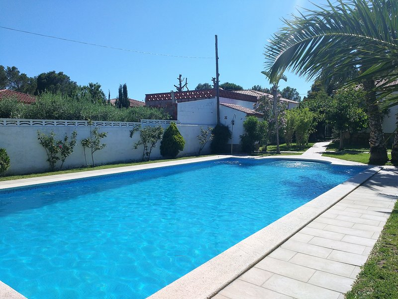 MIA440 PRECIOSO CHALET CON PISCINA (ENTRADA SOLO LOS SABADOS), location de vacances à Masriudoms