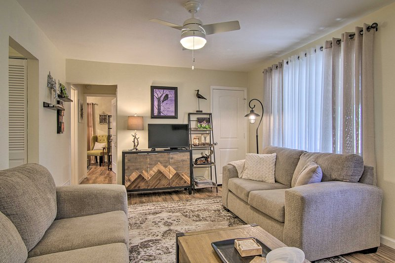 NEW! The Springs Bungalow w/Patio by Memorial Park, holiday rental in Fountain