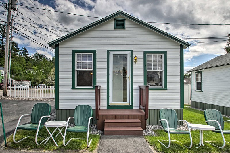 NEW! Weirs Channel Cottage w/ Beach Access!, holiday rental in Laconia
