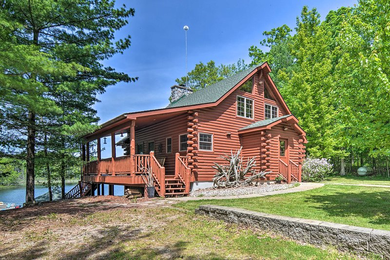 There is both a cabin and guest house at this vacation rental.