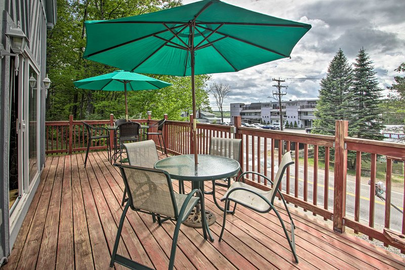 NEW! Walk to Lake from Laconia Ski Cabin w/ Deck!, holiday rental in Laconia