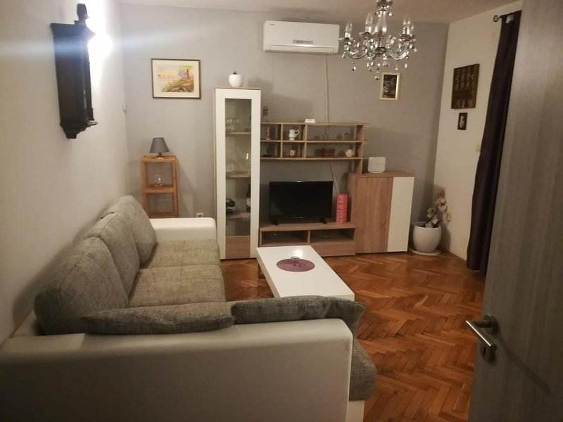 Jesenice Apartment Sleeps 6 with Pool and Air Con - 5472179, vakantiewoning in Jesenice
