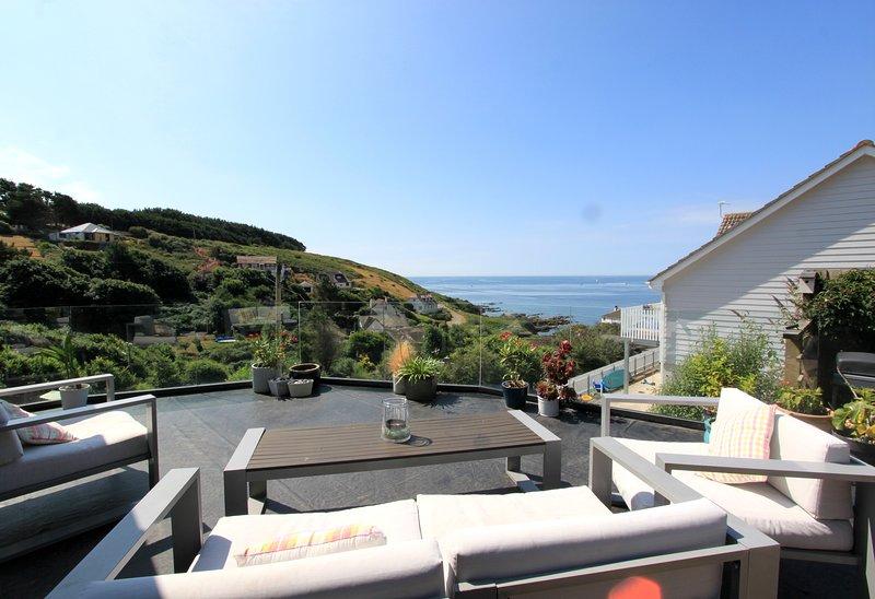 Beautiful Coastal Retreat,Overlooking the Bay,300 meters to nearest beach & pub, Ferienwohnung in Down Thomas