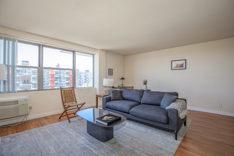 Arch, Dome, Dtown | Lux Loft + Rooftop | Zencity, vacation rental in Collinsville