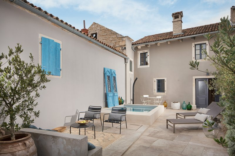 Lovely Villa Petit, in Istria, with a Pool, casa vacanza a Tinjan