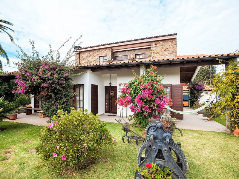 Rafael (FAO100), holiday rental in Travassos