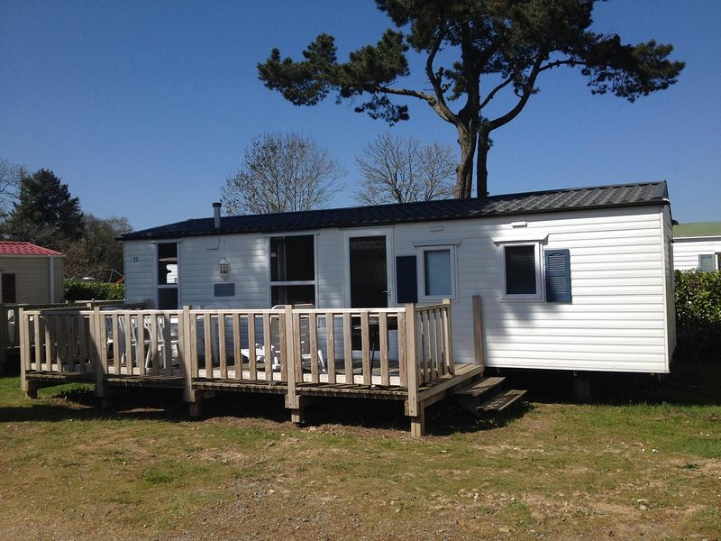 2 bedroomed english mobile home at BritishCamping du Quinquis, Southern Brittany, vacation rental in Quimperle