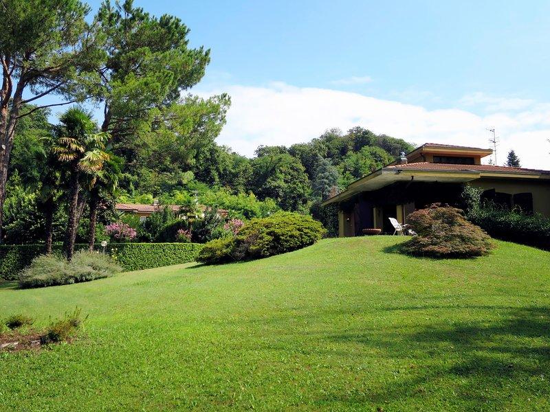 Villa Rosa (PVA290), vacation rental in Porto Valtravaglia