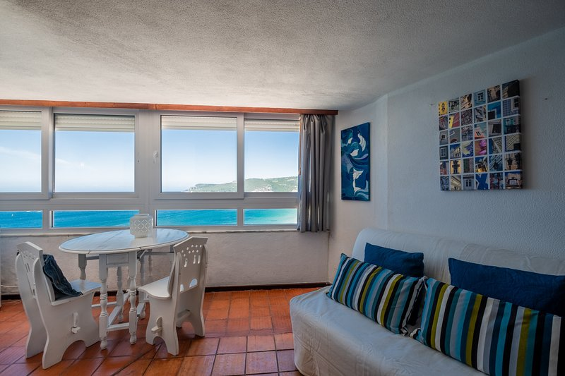 S2 - SESIMBRA OCEAN VIEW STUDIO - PRIVATE BEACH AC, holiday rental in Setubal District