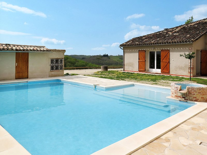 Touzy (HDC400), holiday rental in Labastide-du-Temple
