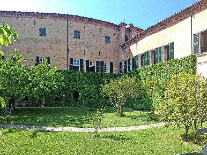 Castello di Camerano Casasco (CAX200), Ferienwohnung in Capriglio