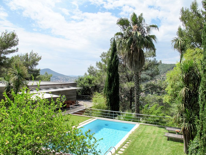 California (CAQ130), holiday rental in Carqueiranne