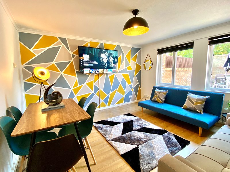 ⭐️Gaskin House - Perfect for Contractors, Groups & Families by Yoko Property ⭐️, holiday rental in Kempston