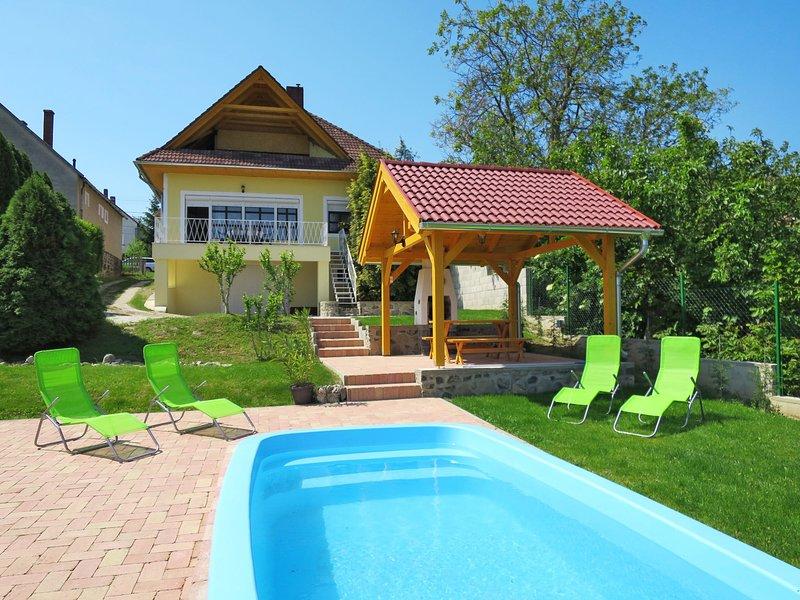 Beate (BAC121), holiday rental in Kaptalantoti
