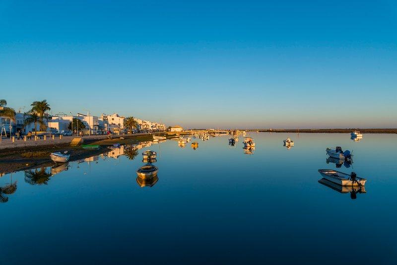 Comfortable and friendly Apt with Pool, terrace, Bbq, AirCon in Santa Luzia, casa vacanza a Santa Luzia
