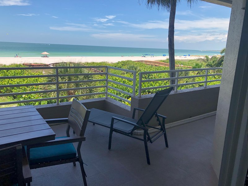 Steps to the beach 2/2 Somerset Escape to Paradise, vacation rental in Marco Island