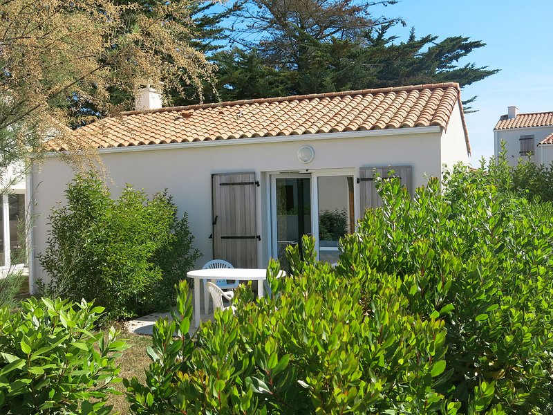 Les Grands Rochers (OSM200), holiday rental in Brem Sur Mer