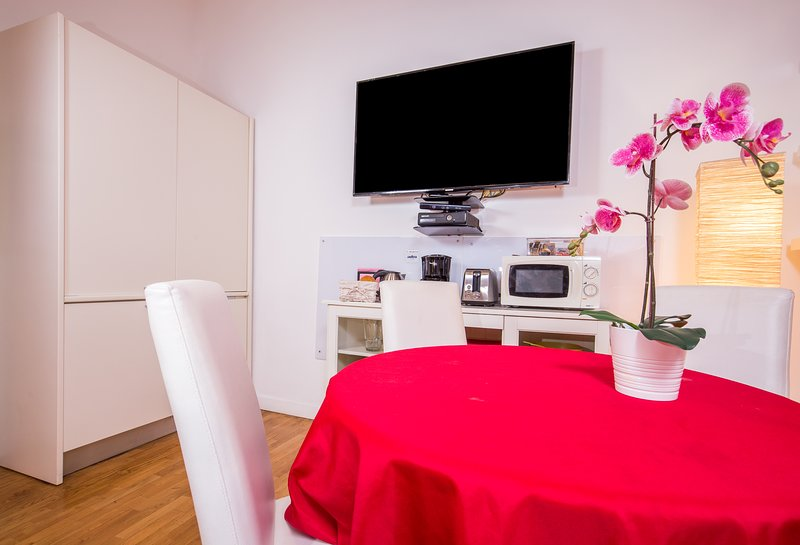 Living Room - Smart Lodging Red