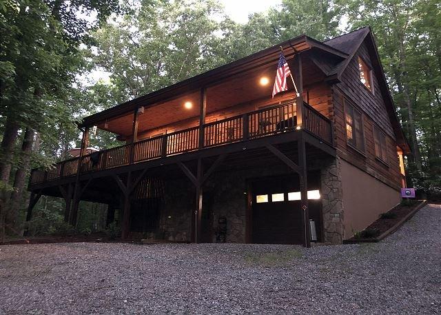 Camp SASQUATCH - Sleeps 8 - Pets Ok - Hike - Fish - Relax!, holiday rental in Deep Gap