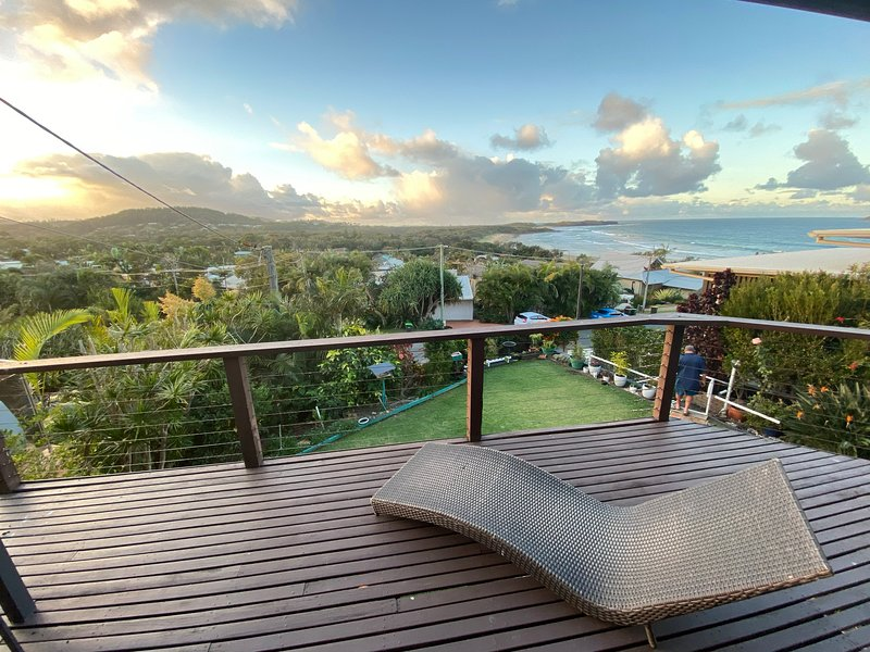 Emerald Beach House - gorgeous views with soul, holiday rental in Mullaway