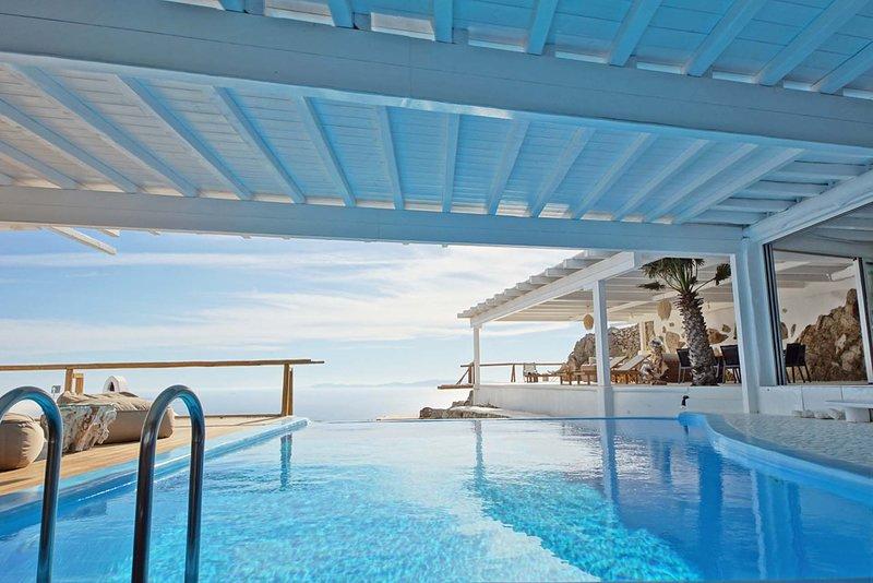Mykonos Villa Sleeps 12 with Pool and Air Con - 5478477, holiday rental in Agios Sostis