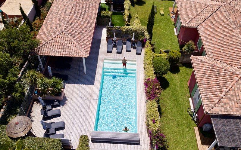 Villas 4**** Plage à pied-Piscine chauffée-Jacuzzi-Wifi Free-Fitness-Vélo élect, aluguéis de temporada em Porto-Vecchio