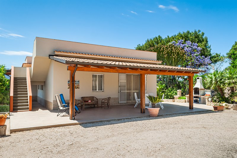PRIVATE VILLA: Relaxing Holiday with Splendid Sea View and Total Privacy, location de vacances à Alcamo