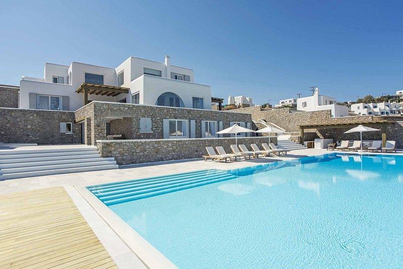 Mykonos Villa Sleeps 20 with Air Con - 5715999, holiday rental in Agios Sostis