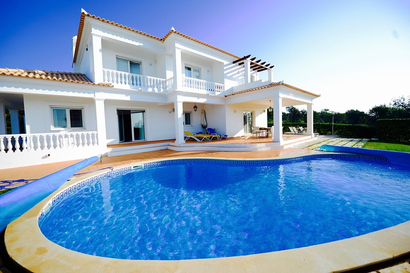 Beautiful 5 bed, 6 bath, private Villa in the Algarve, vacation rental in Albufeira