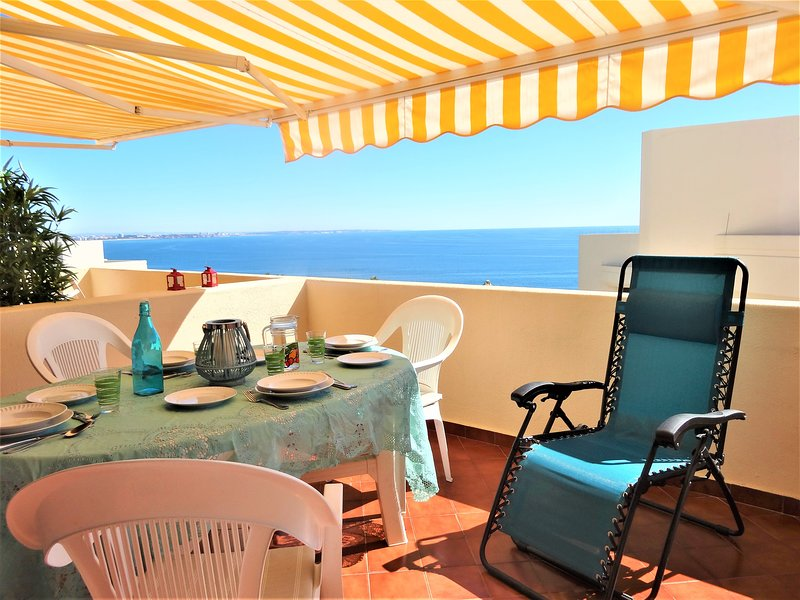 Balcony with sea view, full equiped for sunbathing
